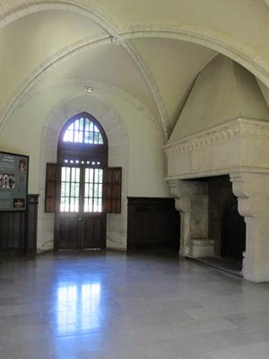 Salle-a-la-cheminee-Abbaye-de-Bonport